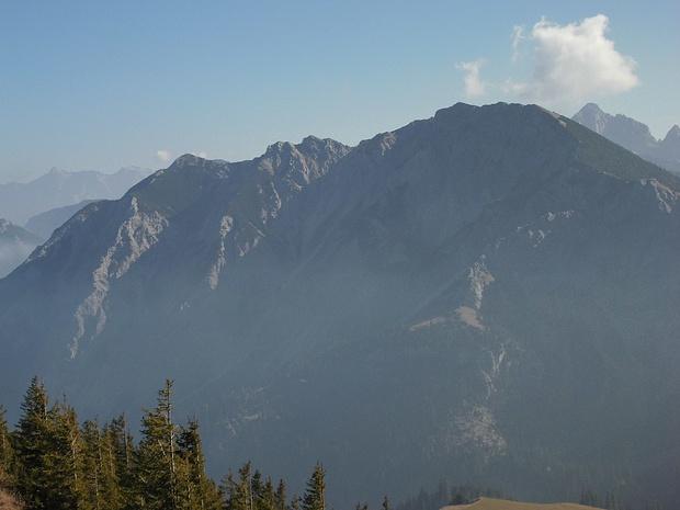 Bergkamm des Brentenjochs im Zoom