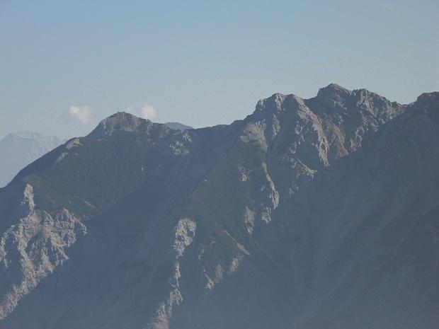 Rechts des Rossbergs sieht man einen unvermessenen, namenlosen Gipfel.