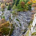 Wegpassage auf dem Weg zur Alpe Ribia. Kurz bevor man das kleine Älpchen Pianaccio erreicht. Schaurig schön und grausam zugleich sind die Abgründe hier.