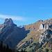 auf dem Weg hinunter zum Sämtisersee hat der Wanderer immer noch schönste Ausblicke in den Alpstein
