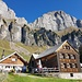 Auf Alp Tschingla mit Hinterrugg (rechts) und Schibenstoll