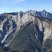 in primo piano la parete sud del Sumbra,a sx di questo è il monte Fiocca...sulla dx il Tambura e l'inconfondibile Pisanino...