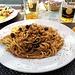 <b>Pausa pranzo con spaghetti al pesce spada, olive e capperi.</b>