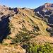 Ausblick vom Seeköpfle: links der Bildmitte der Hüttenkopf. Rechts der Große Seekopf, zentral der wenig auffallende Zeiger.