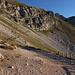 Im Aufstieg vom Campo Imperatore zur Sella di Monte Aquila - Wenige Minuten nach dem Observatorium erreichen wir einen Abzweig, hier halten wir uns rechts...