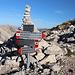 """Sella del Brecciaio - Wegweiser. Wir halten uns in Richtung """"Passo del Cannone"""", bleiben also weiter auf dem Weg Nr. 103."""