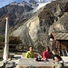 Pause de midi à Bergji, au fond le Weisshorn