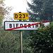 ab hier weiter auf der Asphaltstraße. Bei dem dauernden Wechsel weiß man nie, ist man icn Frankreich oder in der Schweiz.