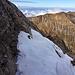 Einige dieser teils ziemlich abschüssigen Altschneefelder mussten gequert werden - insbesondere in unserem Versteiger in die Bänder der Nordflanke. Echt unschön :-(
