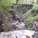 Un tratto di sentiero oltre le case del borgo di Vararo.