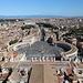 Petersdom (Basilica di San Pietro in Vaticano) - Ausblick von der Kuppel in etwa östliche Richtung: über den Petersplatz (Piazza San Pietro) und große Teile von Rom hinweg.