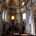 Im Petersdom (Basilica di San Pietro in Vaticano) - Blick zum Altar der Cathedra Petri in der Apsis des westlichen Kreuzarms.