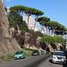 Unterwegs in Rom - Blick entlang der Viale Vaticano und der Grenzmauer um den Vatikan. Auch der Petersdom (Basilica di San Pietro in Vaticano) lugt mit seiner Kuppel ins Bild.