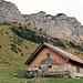 auf der Alp Bärstein angekommen mit Blick zur zahmen Gocht hinauf.