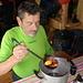 Lo Chef saggia il...contenuto del suo Vin brulé!