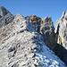 auf dem sonnigen, aussichtsreichen Gratrücken; rechts der Bockkarlturm, touristisch jedoch unbedeutend