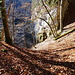 noch einmal einen Blick zurück, da ist der steile Aufstieg entlang des Felsens besser zu erkennen