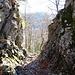 Schattbergpass, bei Abstieg helfen Ketten