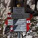 """Im Aufstieg zum Pizzo Cefalone - Auch wenn hier bereits """"Pizzo Cefalone 2533 m"""" angeschrieben steht, zum Gipfel ist es noch ein Stück. Wir halten uns rechts in Richtung Sella del Cefalone (diese würde man beim Überschreiten des Berges erreichen)."""