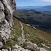 Unterwegs zwischen Pizzo Cefalone und Cresta della Portella - Vorbei an steilen Felsabbrüchen auf der Südseite des Gipfelaufbaus.