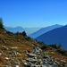 Im Abstieg zur Galflunalm. Am Horizont grüßt das Karwendel.