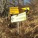 """<b>In venti minuti da Erbonne arrivo all'area picnic di Piano delle Alpi (970 m), poco prima del sorgere del sole. Da qui via vado alla scoperta del versante sud-orientale del Pizzo della Croce. Premetto che la segnaletica è """"così così""""! Sul segnavia appare la scritta """"mulattiera per Ermogna – Carolza – Bolla"""". <br />A giudicare dal cartello dev'essere un percorso tortuoso.</b>"""