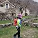 Francesca fra le baite di Troggiano.