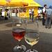 Ein Gläschen Weisser und Rose am lokalen Weinfest - das muss schon sein
