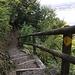 Treppen überwinden die Klippen