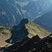Blick über den NE-Grat hinab zum Bristensee und Chli Bristen beim Vereinigungspunkt der beiden Grate...