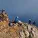 Auf dem Gipfel herrscht einiges an Betrieb. Eng ist es aber nicht.