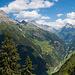 Blick in Maderanertal beim Abstieg nach Bristen, Dorf. Links der Chli Windgällen.