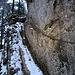 Der nordseitige Abstieg von der Gwidenflue ist sogar an einer Stelle über die Felsstufe mit einer Kette entschärft!