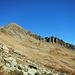 Durch ein weitläufiges Kar steigt man zur Oberen Gaflunaalpe ab.
