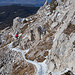 Im Gipfelanstieg sind die Wege stark verharscht bis vereist (Grödel oder Leichtsteigeisen ratsam).