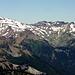 Old Snowy (links, im Schnee) und der niedrigere Johnson Peak (rechts, schwarz)