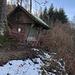 Die kleine Hütte dient als Schutzhütte bei Gewittern