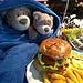 Nach so einer krassen Skitour haben sie das wohl verdient!:-) / Dopo una gita scialpinistica così clamorosa se lo meritano!:-)