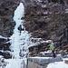 Lungo il cordolo in cemento per raggiungere l'attacco della Cascata Centrale di san Giuseppe