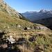 """Im Abstieg vom Monte Gorzano - In der Nähe der kleinen Brücke legen wir nochmals eine Pause ein, bevor es gleich auf einem """"richtigen Weg"""" weitergeht."""