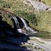Im Abstieg vom Monte Gorzano - Neben uns plätschert das Flüsschen über kleine Kaskaden, und man kann sich gut vorstellen, wie es im Valle delle Cento Cascate aussieht: Ein Stück weiter unten stürzt der Fosso dell'Acero über viele Stufen.