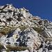 Im Aufstieg zwischen Vado di Siella und Monte Siella - Den Markierungen folgend kraxeln wir durch das felsige Gelände nach oben.