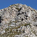 Im Aufstieg zwischen Vado di Siella und Monte Siella - In der rechten Bildhälfte geht's steil nach oben. Ein kurzes Stück muss - zwar nicht schwierig, aber durchaus steil und ausgesetzt geklettert werden. Bei genauem Hinsehen sind auch Farbmarkierungen zu erahnen.