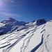 Der Wind hat fantastische Muster in den Schnee gezeichnet