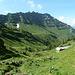 Sicht vom Furggli zur Alp Trüebsite / das Gipfelziel ist bereits in Sicht, aber es ist noch weit bis dorthin