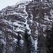 La bella cascata del Sentiero dei Troll durante l'avvicinamento
