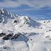 Zoom hinüber zum Sentisch Horn und Basler Chopf, in der Vergrösserung sieht man die vielen Skispuren im Schnee.