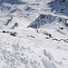 Rückblick auf den Gipfelhang, wer will kann sich auch mit den Skis hier herauf bemühen, rechts im Bild die Abfahrt wieder zurück nach Tschuggen