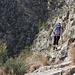 Aufstiegsrampe, hier und da etwas ausgesetzt, teilweise plattig (aber sehr rauher Fels)