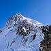 Aufstieg entlang / auf dem Grat. Oben ist das Gipfelkreuz schon zu erkennen.